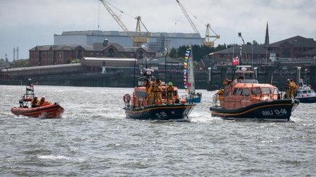 RW-RNLI New Brighton - 3 Queens-1060723-Large
